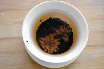 Two blossoms in gaiwan